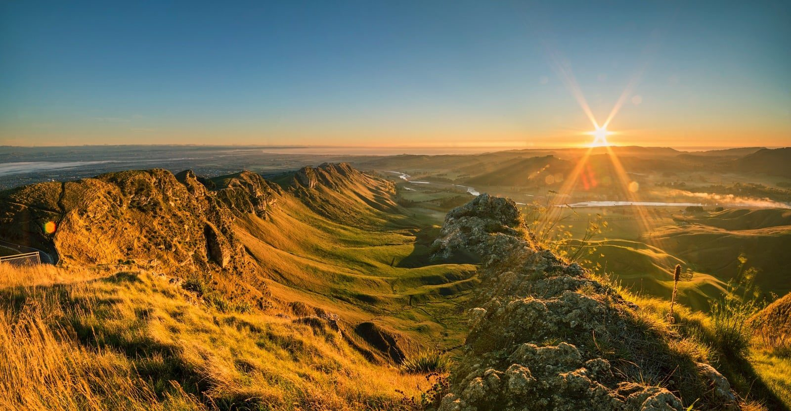 Sunrise-on-Te-Mata-1-1600x831